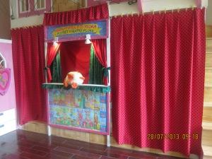 Giường tầng 1 có thể biến thành sân khấu múa rối